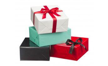 Глянцевая цветная упаковочная бумага отличный помощник в упаковке подарков