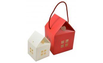 Dekotatīvā piekarama kastīte mājiņa no kartona